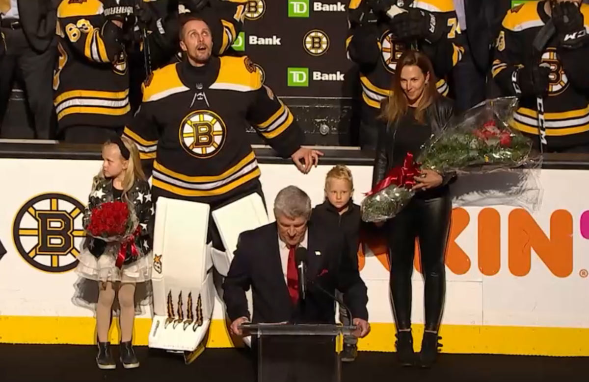 Boston Bruins si v noci uctil Jaroslava Haláka (VIDEO)