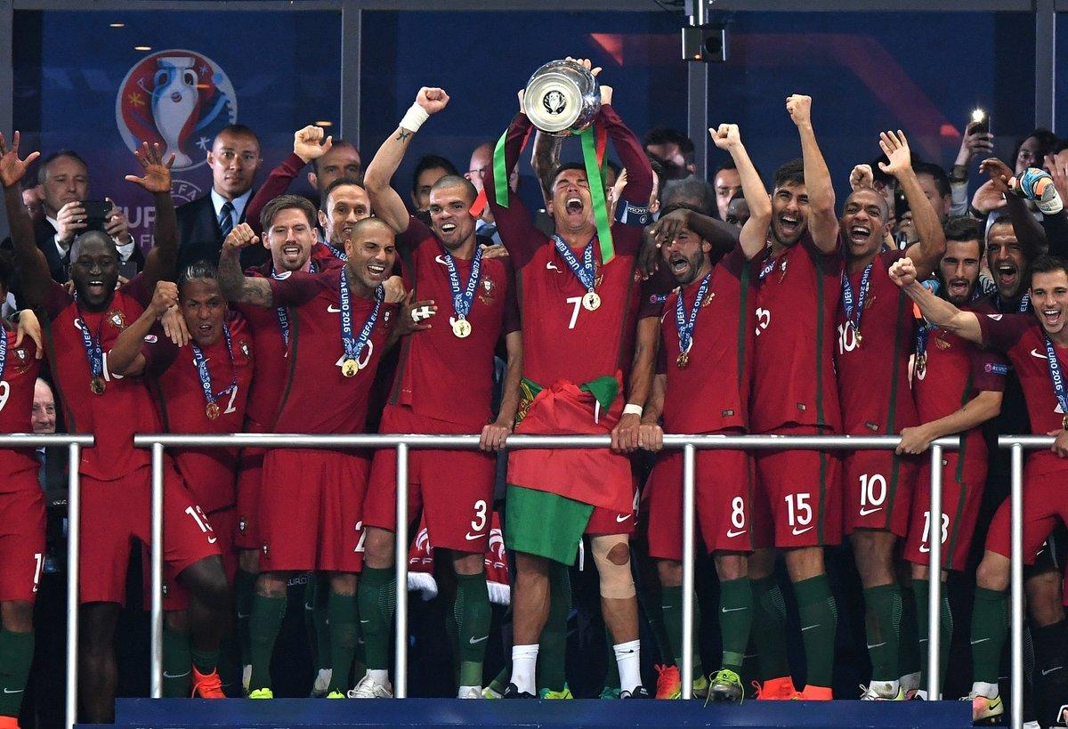 7ab09c28b8380 Portugalsko na čele s Ronaldom prebralo trofej pre Majstra Európy! (VIDEO)